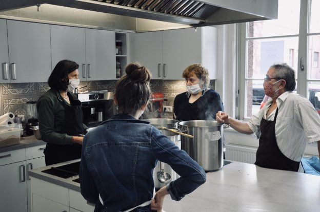 Katrin Göring-Eckardt in der Kümmelküche